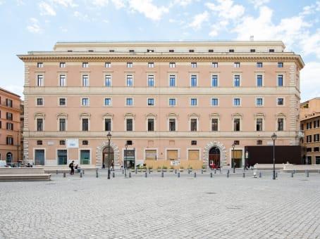 建筑位于RomePiazza di San Silvestro 8, Palazzo Marignoli 1