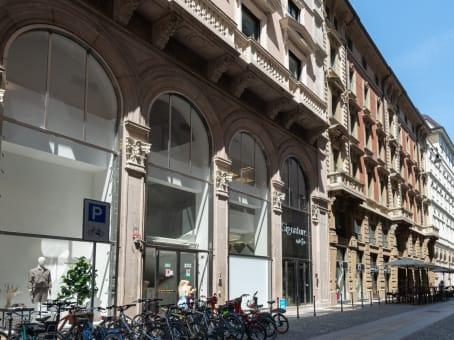 建筑位于MilanVia San Raffaele 1 1