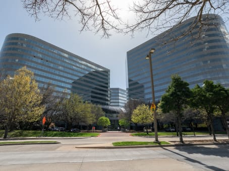 建筑位于Addison15305 Dallas Parkway, Floors 11 & 12 1