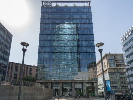 建筑位于MilanVia Sassetti 32 1