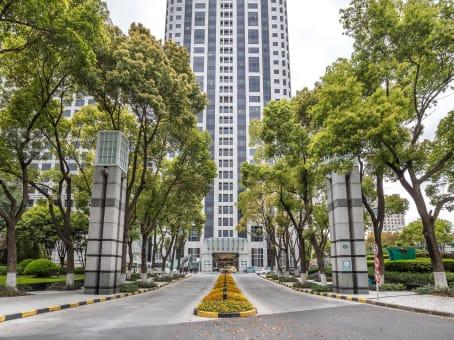 建筑位于上海市延安东路222号, 外滩中心18楼, 黄浦区 1