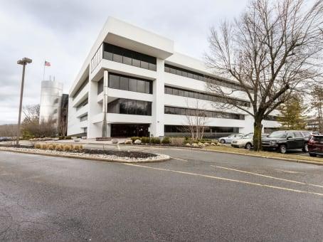 建筑位于Roseland101 Eisenhower Parkway, Suite 300 1