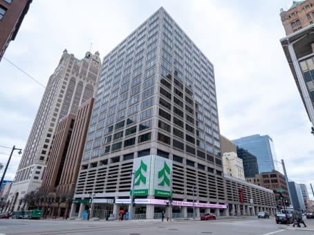 建筑位于Milwaukee250 East Wisconsin Avenue, East Town, 18th Floor 1