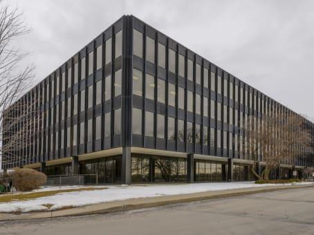 建筑位于Brookfield200 South Executive Drive, Brookfield Square, Suite 101 1