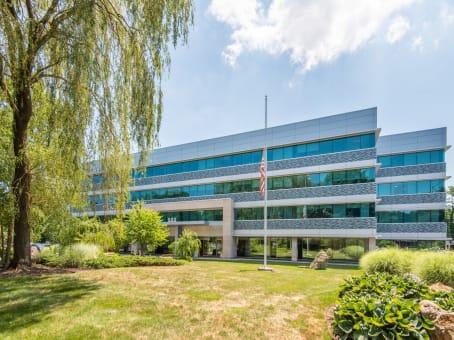 建筑位于Greenwich500 West Putnam Avenue East, Suite 400 1
