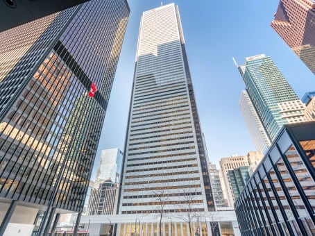 建筑位于Toronto100 King Street West, First Canadian Place, Suite 5600 1