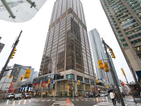 建筑位于Toronto2 Bloor Street West, Suite 700 1