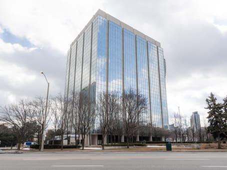 建筑位于Mississauga2 Robert Speck Parkway, Suite 750 1