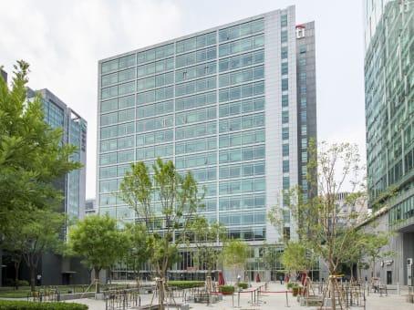 建筑位于北京市武定侯街6号, 卓著国际金融中心12层, 西城区 1