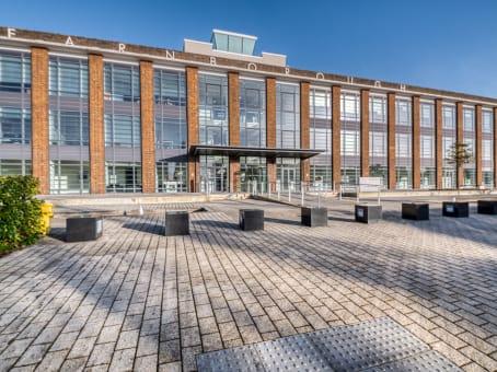 建筑位于FarnboroughFowler Avenue, The Hub, Farnborough Business Park 1
